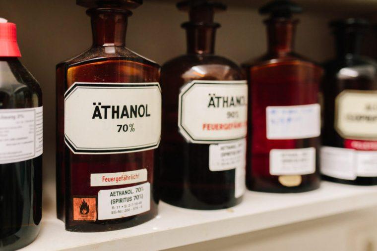 Äthanol, Storchen Apotheke in Niederwinkling